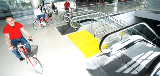Ascensor en hall moderno